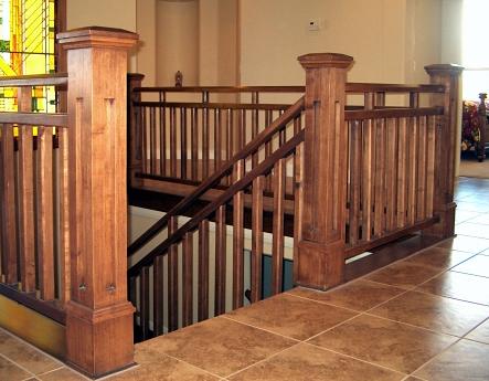 Опорные столбы для деревянных лестниц
